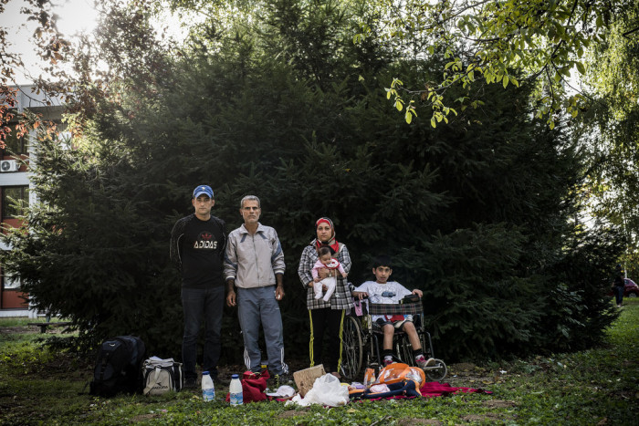 A family from Aleppó camps outside a Zagreb hotel turned into a temporary shelter for refugees. Photo: D. András Hajdú
