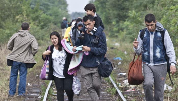 Asylum seekers walking through Serbia to Hungary  Source: Origo.hu