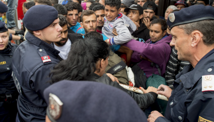 Asylum seekers at the Nickelsdorf train station Source: Origo.hu