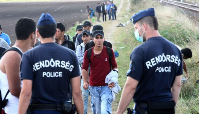Asylum seekers arriving to Röszke, Hungary  Source: Origo.hu