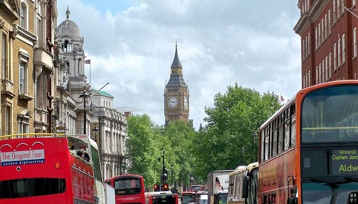 1024px-Whitehall_Street_Traffic