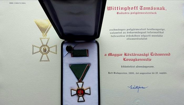Wittinghoff-Tamás-Bayer-Zsolt-kitüntetés-érdemrend-lovagkereszt