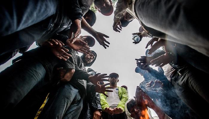 Horgos, 2016. július 26. Éhségsztrájkot folytató migránsok a szerb-magyar határ közelében Horgosnál 2016. július 26-án. Két nappal korábban 130 migráns érkezett gyalog Belgrádból Horgosra, akik közül július 25-én mindössze negyvenen folytattak éhségsztrájkot a tranzitzóna közelében, hogy Magyarország megnyissa a határt elõttük. MTI Fotó: Balogh Zoltán