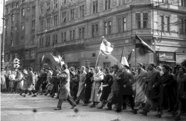 Demonstrators in Budapest, 23 October 1956. Fortepan.