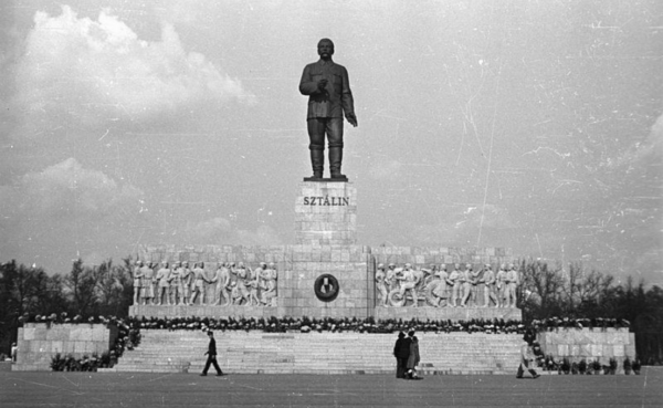 The Stalin Monument, Budapest, 1953. Fortepan.