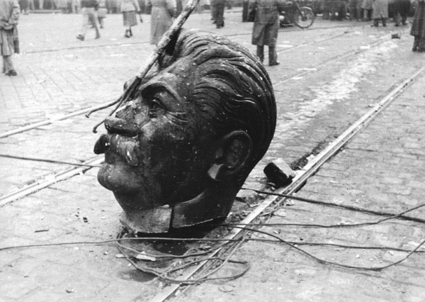 The decapitated head of Stalin's monument, Budapest, 23 October 1956. Fortepan.