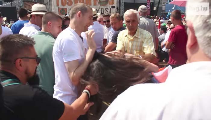 Tough guy wedding photographer assaults woman at Tusványos