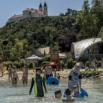 Fidesz mayors, MPs would prevent refugees from vacationing at Lake Balaton