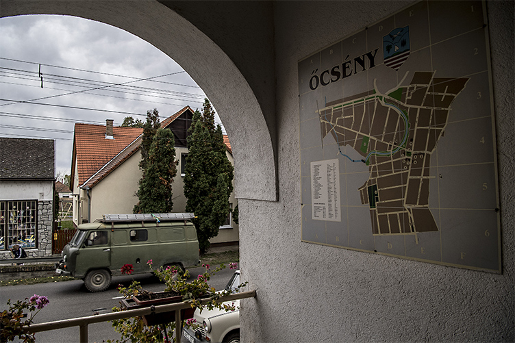 Őcsény residents want their mayor back