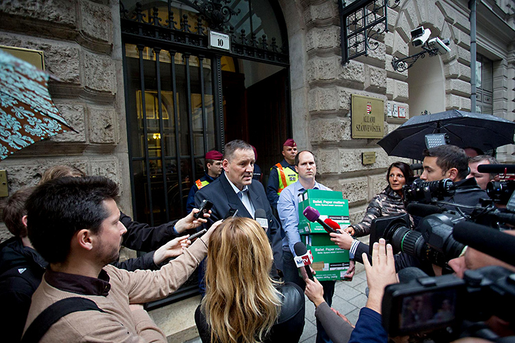The prosecutor's office has ordered an investigation against Jobbik
