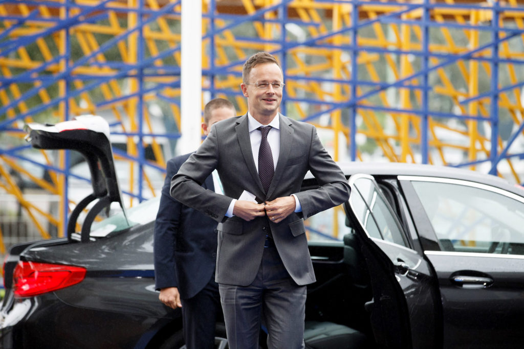 Szijjártó will call citizens to inform them about the Soros plan
