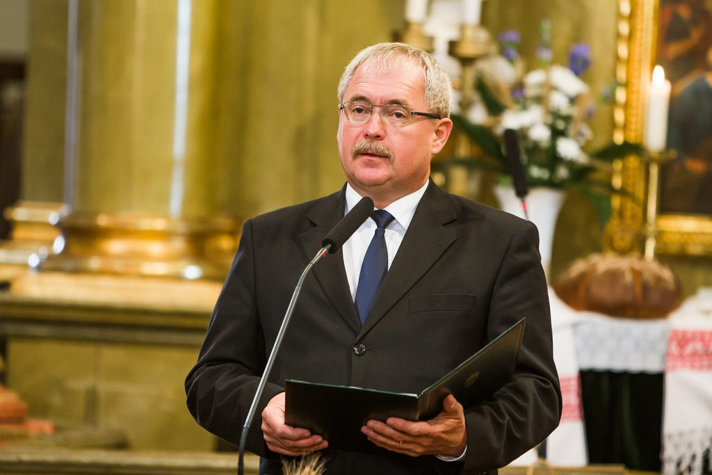 Minister of Agriculture envisions gastronomic armageddon at Budapest farmers forum