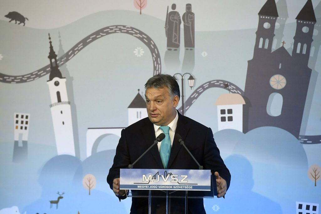 Orbán uses conference with mayors to (again) vow to protect Hungary's ethnic in-group