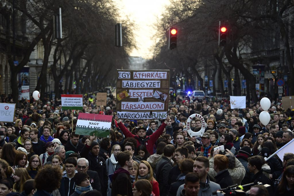 Police respond to high schoolers protesters on Hungary's March 15 national holiday